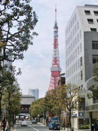 Approaching Tokyo Tower from Hamamatsucho.